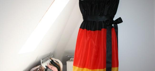 WM-Kleid-Fahne